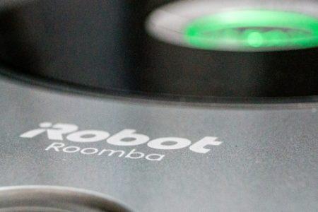 Roomba 676 – czy sprawdzi się w domu z dzieckiem i psami?