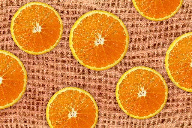 czy pies może jeść pomarańcze